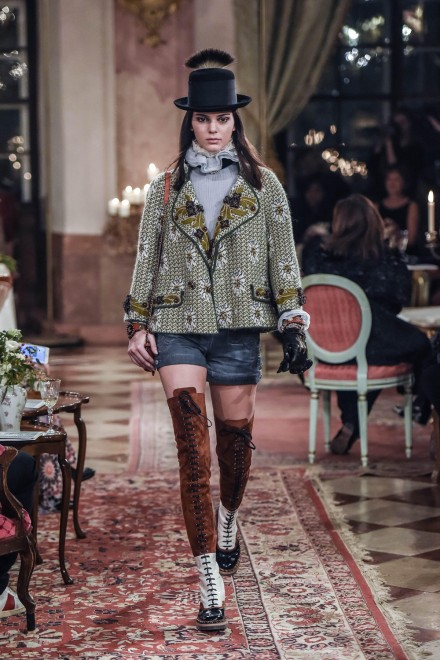 Chanel-Metiers-Kendall-Jenner